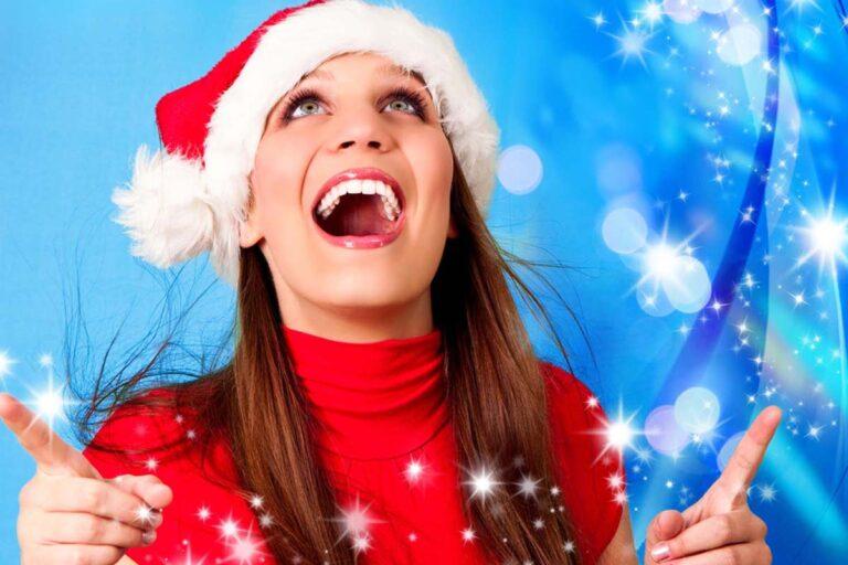 Julefrokost hos SuperEvent - glad nisse pige danser disko